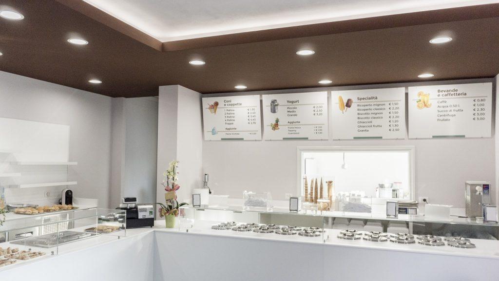 la grafica degli spazi interni della gelateria Arte Crema